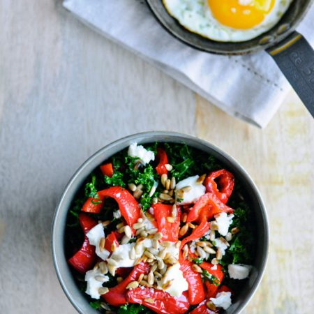 Salat med gedeost, peberfrugt og grønkål