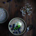 Lækker havregrød med ricotta og blåbær