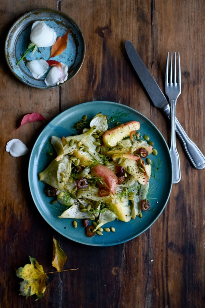 lun-salat-med-aebler-og-fennikel