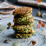 Quinoafrikadeller med ærter og skinke