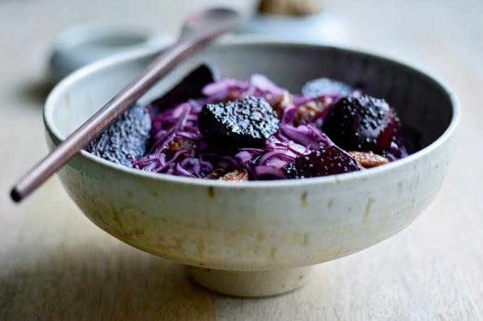 Salat med rødkål og bagte rødbeder af julie karla