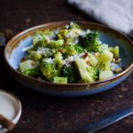 broccolisalat med bacon og pesto