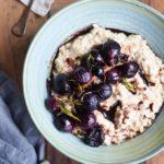 Lækker topping til havregrød – ovnristede vindruer med rosmarin